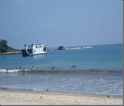 pantai dan kapal LAPAN